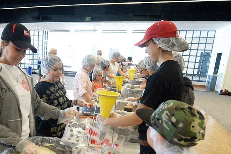 Redlands alums help with Rise Against Hunger event