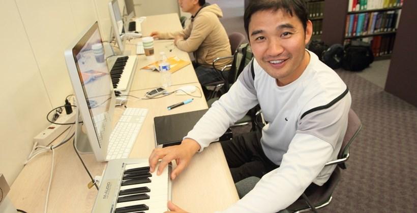 Student using library midi keyboard